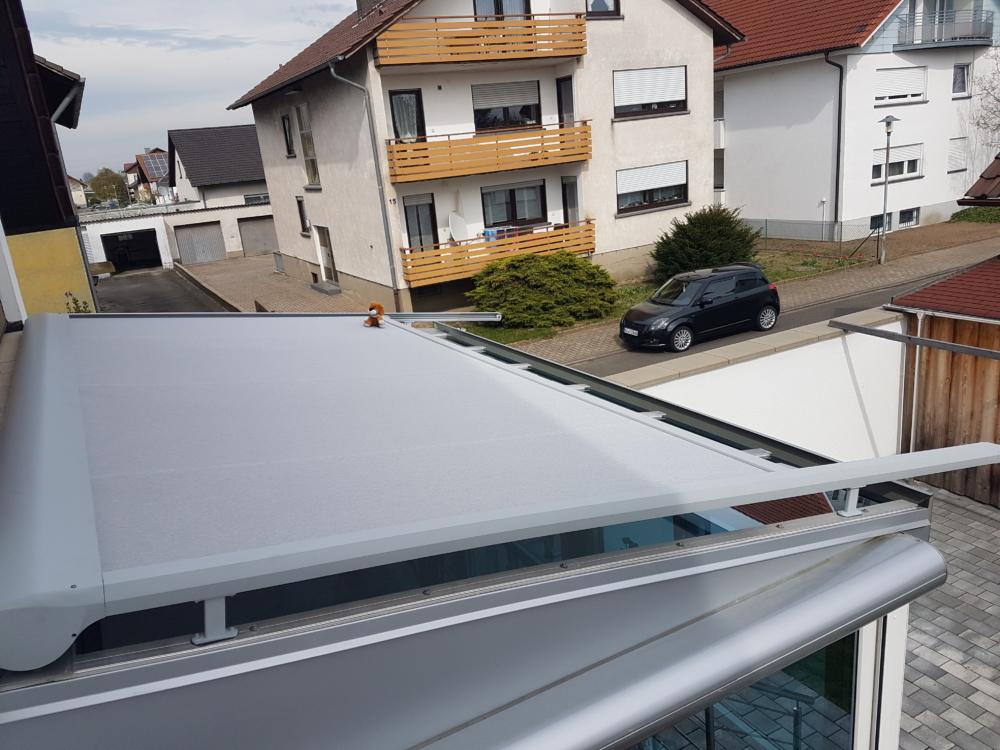 Wintergartenmarkise auf einem Terrassendach