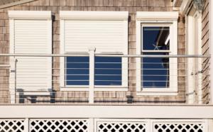 fassade_rolladen_weiss_balkon