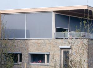Fenster grau Sonnenschutz Fensterfront Fassade