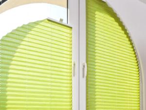 Fenster innen rund grün Sonnenschutz