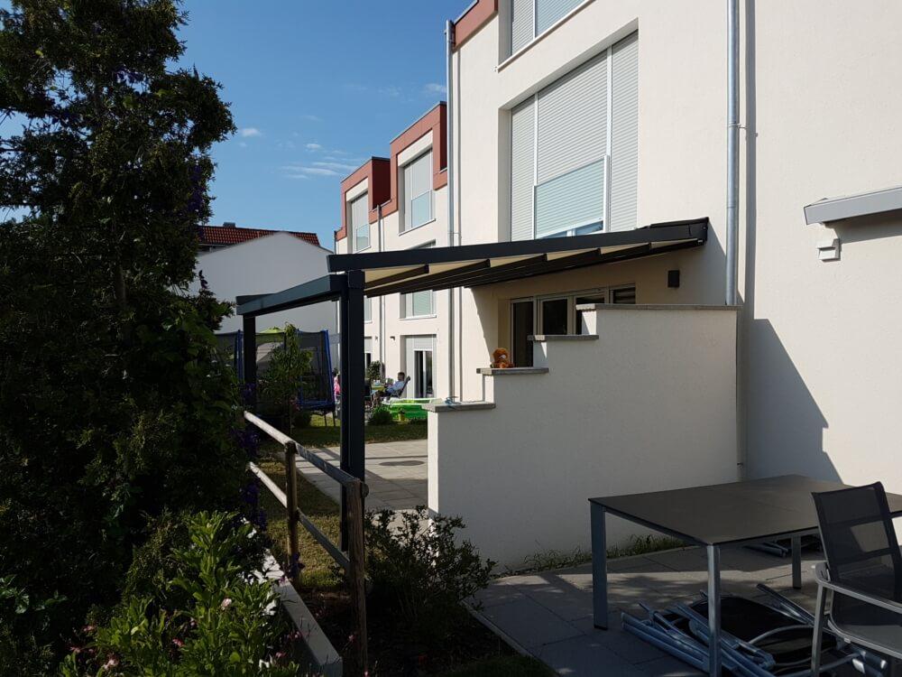 garten_nachbar_ueberdachung_sonnenschutz