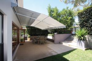 Garten Markise grau weiß Terrasse