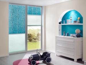 Kinderzimmer hell blau Sonnenschutz