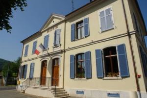 Klappladen blau außen Fassade