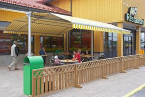 Markise Schirm Gastro gelb Straße Restaurant
