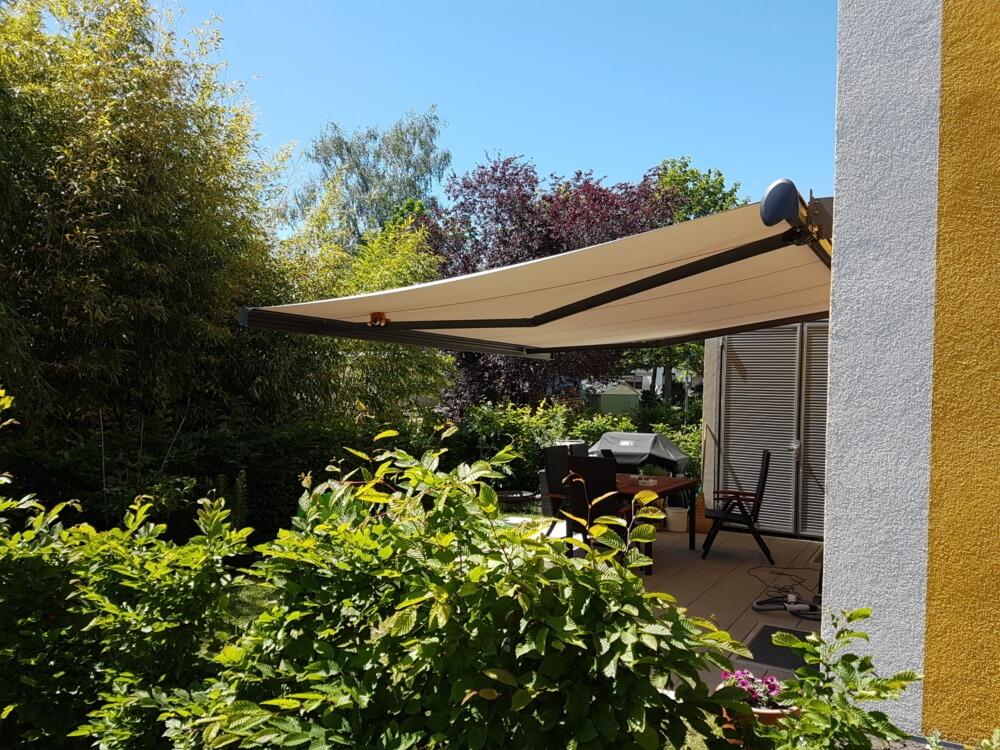 Markise Sonnenschutz grün Garten