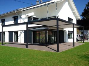 Markise weiß Vordach Fassade Haus