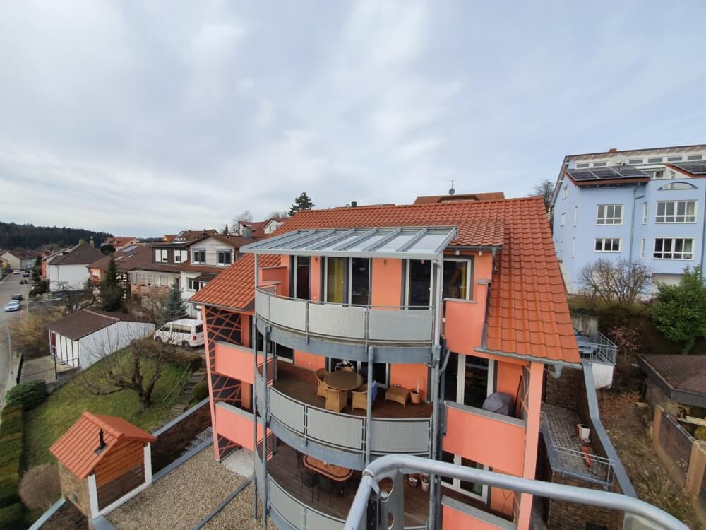 Area Terrassendach auf einem wunderschönen Balkon