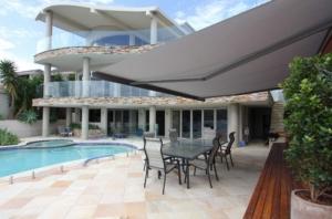 Pool Markise Villa Urlaub weiß