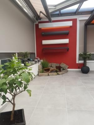 Rolladenkästen Wand Rot Ausstellung Schattenvielfalt
