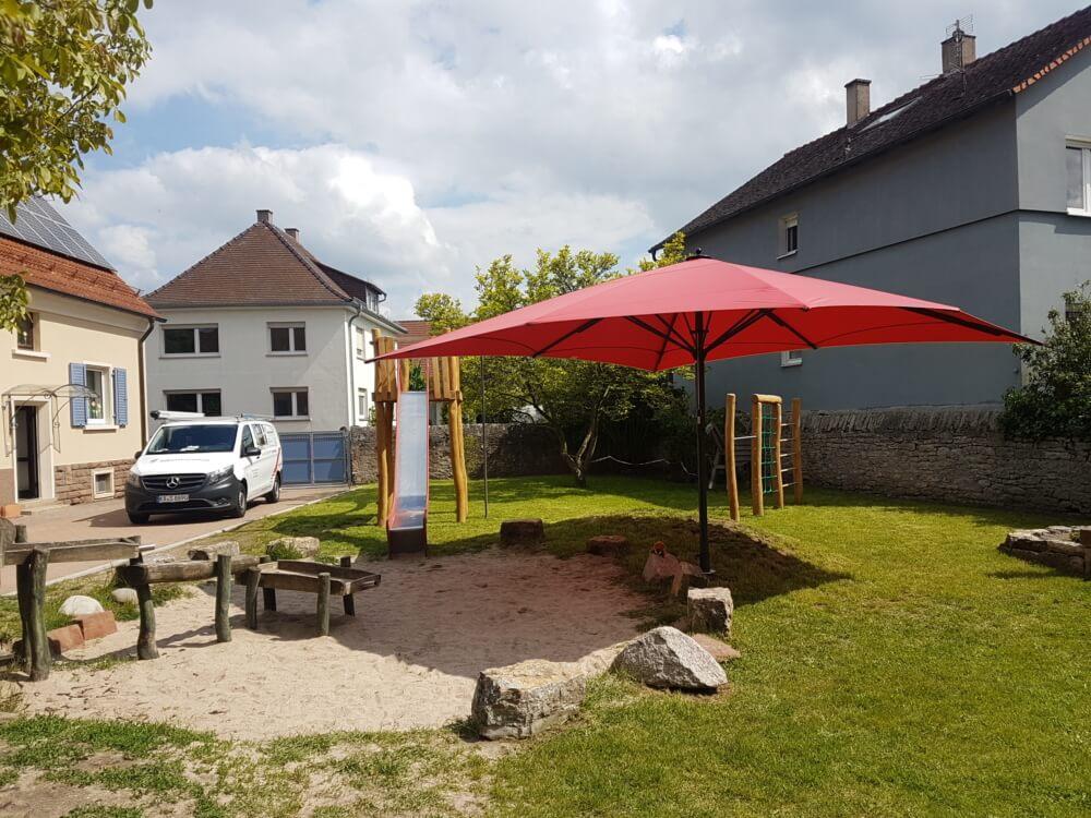 sonnenschrim_schatten_rot_spielplatz