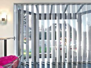 Sonnenschutz Jalousie innen Vorhang